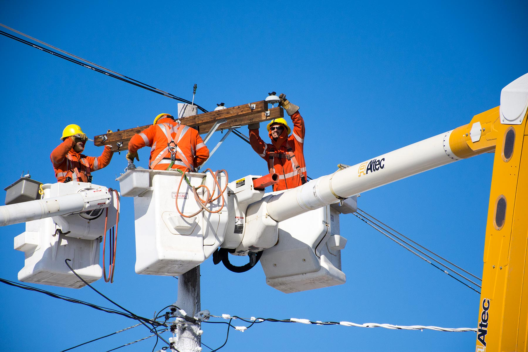 Manitoba Hydro crews restoring power after an outage.
